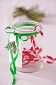 Einmachglas mit Weihnachtsdeko