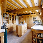 Country-house-style fitted kitchen with rustic charm