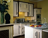 Rustic kitchen in combination of white-painted and dark wood with granite work surfaces