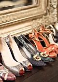 Damen High-Heels und Pumps unter Spiegel