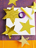 Sterne aus Goldpapier