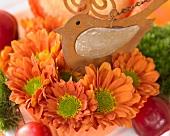Blumen-Cupcake mit Dekovogel