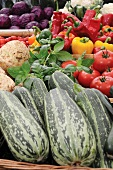 Verschiedene Gemüsesorten im Korb