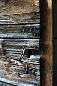 Alte Kapellentür aus Holz mit Schlüssel