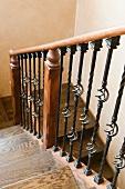 Detail descending staircase