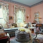 Wohnzimmer im französischen Stil eingerichtet