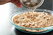 Öl auf Brotkrumen gießen