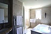 Bathtub, sink and towels on radiator in tiled bathroom (Villa Octavius, Lefkas, Greece)