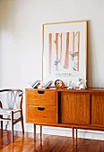 Retro-look sideboard with large drawers and sliding doors on white wall
