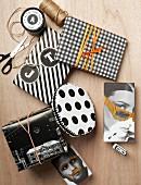 Verpackungstipps für Geschenke im Schwarzweisslook mit Punkten, Streifen und Pepitamuster