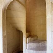 Kunstvoll gearbeitete, historische Wendeltreppe aus Stein