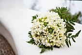 Brautstrauss aus weissen Anemonen