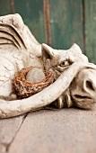 Drachen-Figur aus Stein als Gartendeko