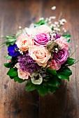 Blumensträusschen mit Rosen, Nelken & Anemonen