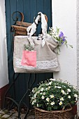 Hand-sewn shopping bag made from beige and pink linen and decorated with lace trim