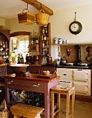 Landhausküche mit Agaherd & Kücheninsel