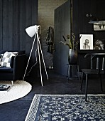 Atmospheric, anthracite interior with white accents