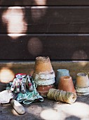 Old flower pots, reel of twine, garden trowel & gloves