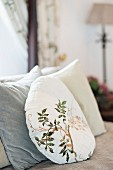 Round cushion with plant motif