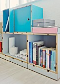 Norwegian modular shelving system with metal clips