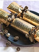 "Goldglänzende große Knallbonbons ""Christmas crackers"""