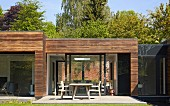 Point 7, Winchester, United Kingdom. Architect: Dan Brill Architects, 2014. Contemporary house with horizontal wood cladding on facade