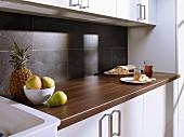 Granite-effect laminate splashback in kitchen