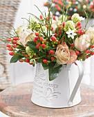 Bouquet of roses, star-of-Bethlehem & St. John's wort berries