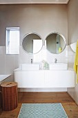 Double washstand with twin sinks and mirrors
