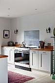 Country-house kitchen with white-painted base cabinet and gas cooker