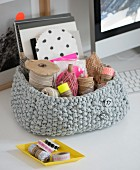 A knooked basket for sewing utensils – knitting with a hook