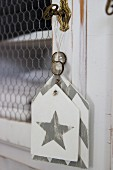 Shabby-chic gift tags decorated with zigzag pattern and star