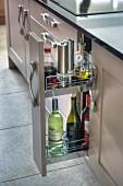Küchenunterschrank mit offenem Apothekerschrank