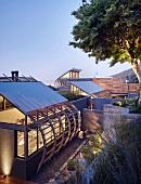 Luxuriöses Architektenhaus in Abendstimmung