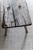 Detail einer alten Holzbank