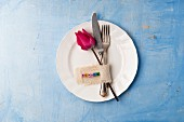 Cutlery, tulip and name tag on plate