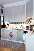 L-shaped country-house kitchen with wall units