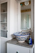 Vintage-style bathroom with ceramic sink
