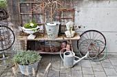 Rustikale Gartendeko mit Recyclingmaterialien