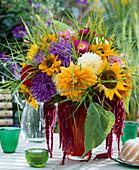 Late summer bouquet, Dahlia hybrid, Callistephus (Sommeraster)