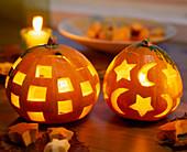 Halloween: Kürbisse mit Quadraten, Sternen und Monden