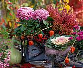 Tin box with Dendranthema, Erika sprinkles, Brassica