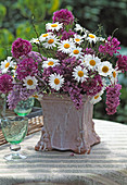 Bouquet with Allium (garlic), Argyranthemum, Leucanthemum