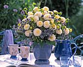 Pompondahlias, Eryngium (silver thistle) bouquet