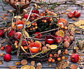Table wreath of berries and nuts