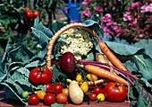 Arrangement with vegetables