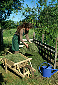 Building a compost: Apply shredded material