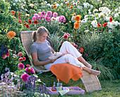 Dahlia, Phalaris (Gloss Grass)
