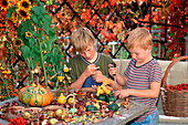 Children making figures from ornamental gourds and chestnuts