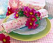 Cosmos bipinnatus sonata 'pink' as a napkin ring